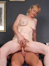 Maria takes a cock inside her aged pussy and goes down on her knees for a messy facial live